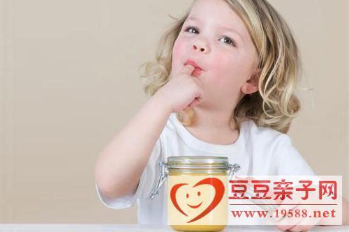 宝宝吃蜂蜜,便秘时不能吃 婴幼儿不宜吃蜂蜜