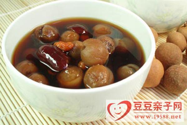 孕妇营养早餐:红枣桂圆银耳羹的做法